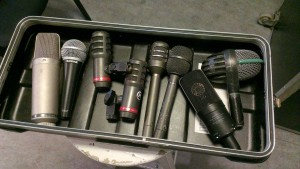 The contenders. Left to right: Røde NT1000, Shure SM58, Audio Technica ATM25 (x2), Audio Technica ATM21, Audio Technica ATM31R, Audio Technica AT4033a, AKG D112.